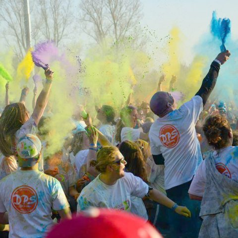 Shirts met logo op evenement color run