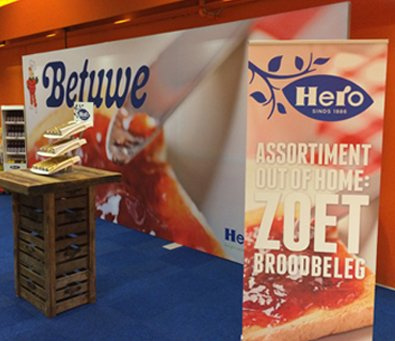 Hero beurswand, rollup banner en counter/toonbank display op beurs in Breda Noord-Brabant